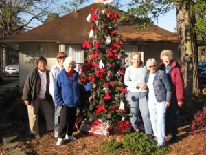 Pine'eer Craft Club Decorates Tree For Old Fashioned Christmas In White Horse Park