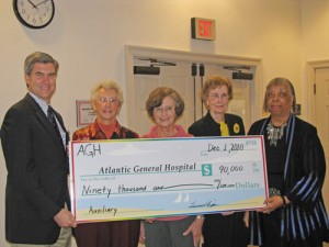 AGH's Auxiliary Makes Big Donation