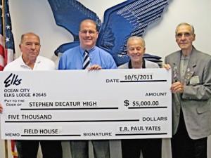 OC Elks Donates $5,000 To Stephen Decatur Field House Fund