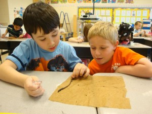 OC Elementary Students Get A First-Hand Experience With Earthworms