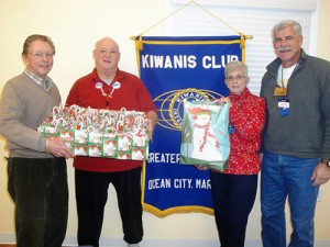 Kiwanians Prepare Holiday Gifts For Meals On Wheels Recipients