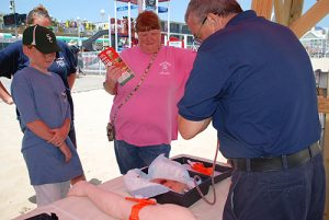 'Stop The Bleed' Demo Teaches Lifesaving Skills