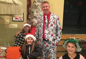 Berlin Intermediate Principal And Students Show Off Holiday Cheer