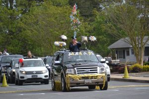 Worcester Prep Community Celebrates Seniors With Festive Parade