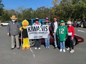 Kiwanis Club Participates In Car Parade